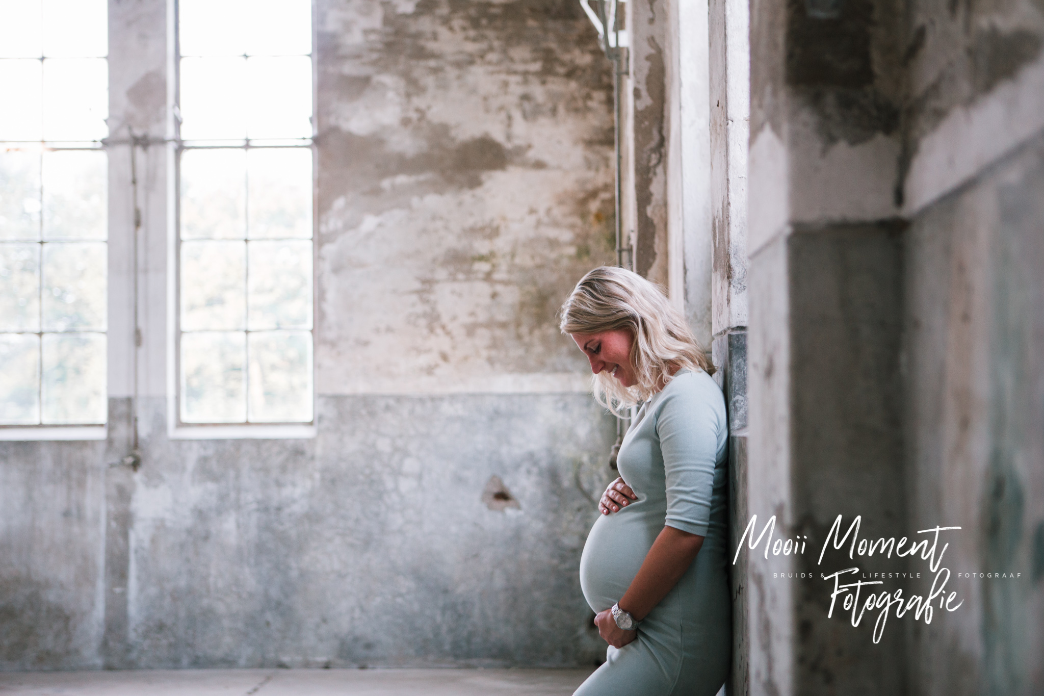 Maternity shoot in de oude melk fabriek